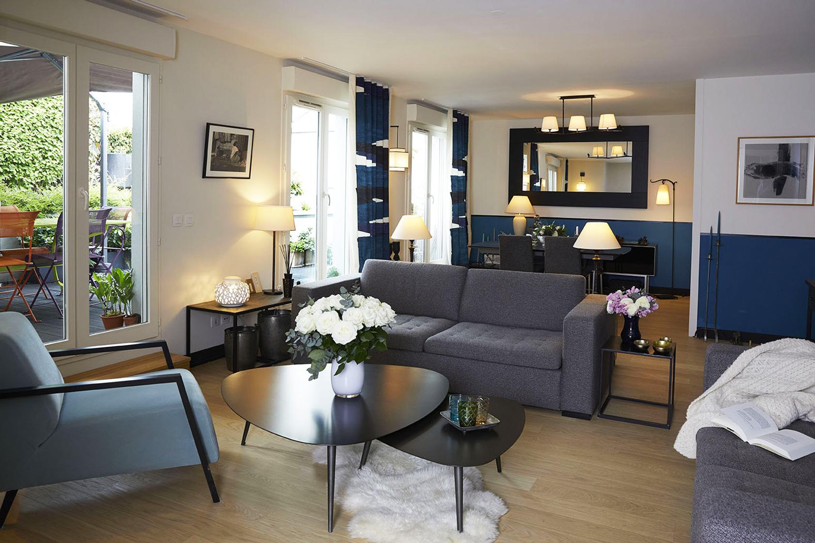 Décoration Appartement 40m2 à Nogent sur Marne - Le grand salon aux tons gris et bleus, par Catherine Lefret, Architecte d'intérieur et Décoratrice dans les Yvelines et Hauts de Seine, 78 92