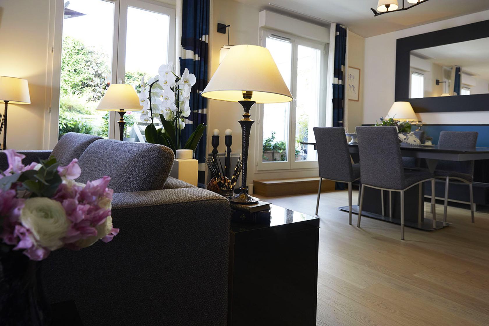 Décoration Appartement 40m2 à Nogent sur Marne - le salon avec vue sur la salle à manger, par Catherine Lefret, Architecte d'intérieur et Décoratrice dans les Yvelines et Hauts de Seine, 78 92